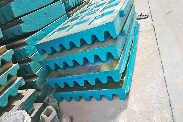 破碎机配件耐磨衬板的使用和更换方法
